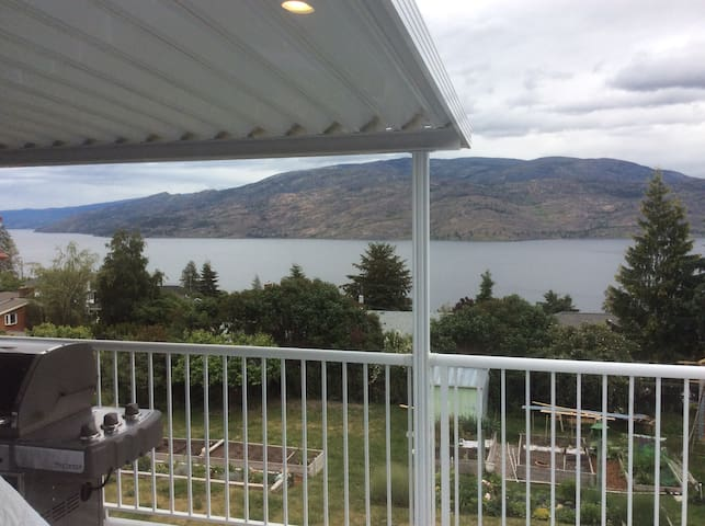 Beautiful Okanagan Lake view suite! - Peachland - Appartement