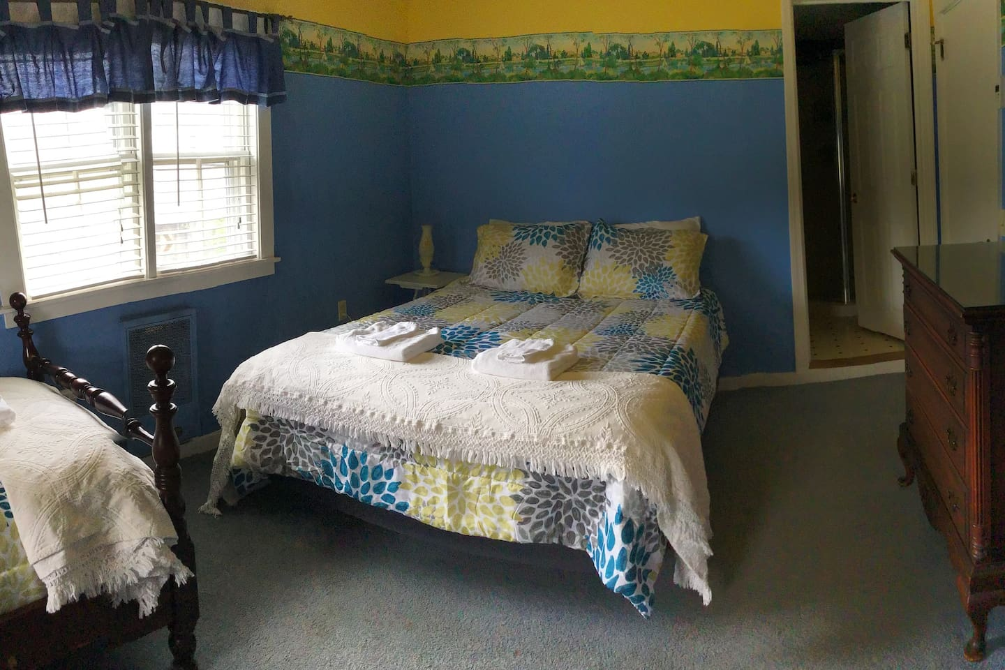 Newport Sunshine sports 1 fullsize bed and 1 twin size bed. It is one of our larger rooms with lots of extra floor space.