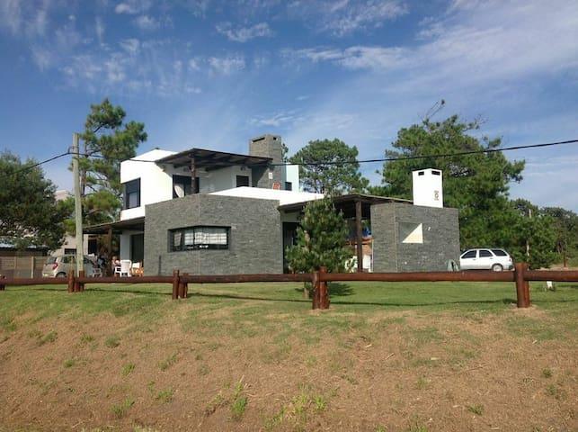 Casa frente al mar en Guazuvira Nuevo - Guazuvirá - House