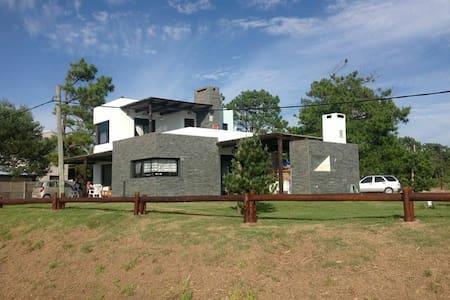 Casa frente al mar en Guazuvira Nuevo - Guazuvirá - Casa