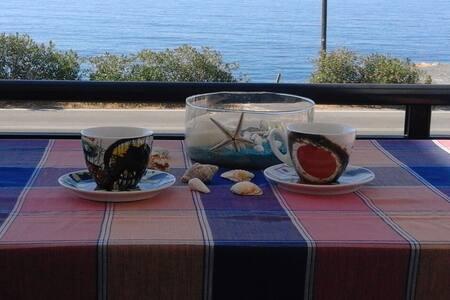 Άνετο διαμέρισμα με θέα στη θάλασσα - Μαύρος Κολυμπος