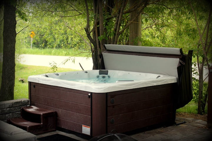 ★★★★★ Walk to the beach -  HOT TUB optional