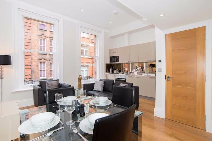 Heavenly Central Apartment @ Piccadilly Circus