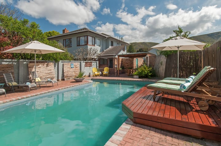 December Hermanus Holiday House- staff,pooll