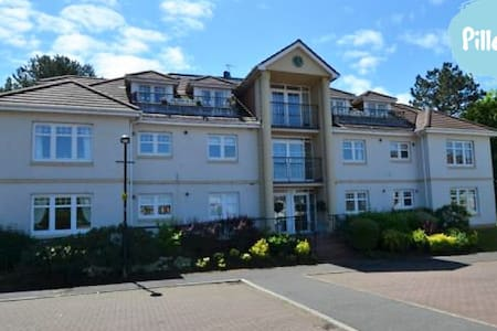 The Penthouse - Turnberry - Daire