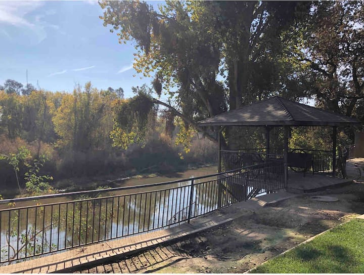 Beautiful tranquil gated river front unit.