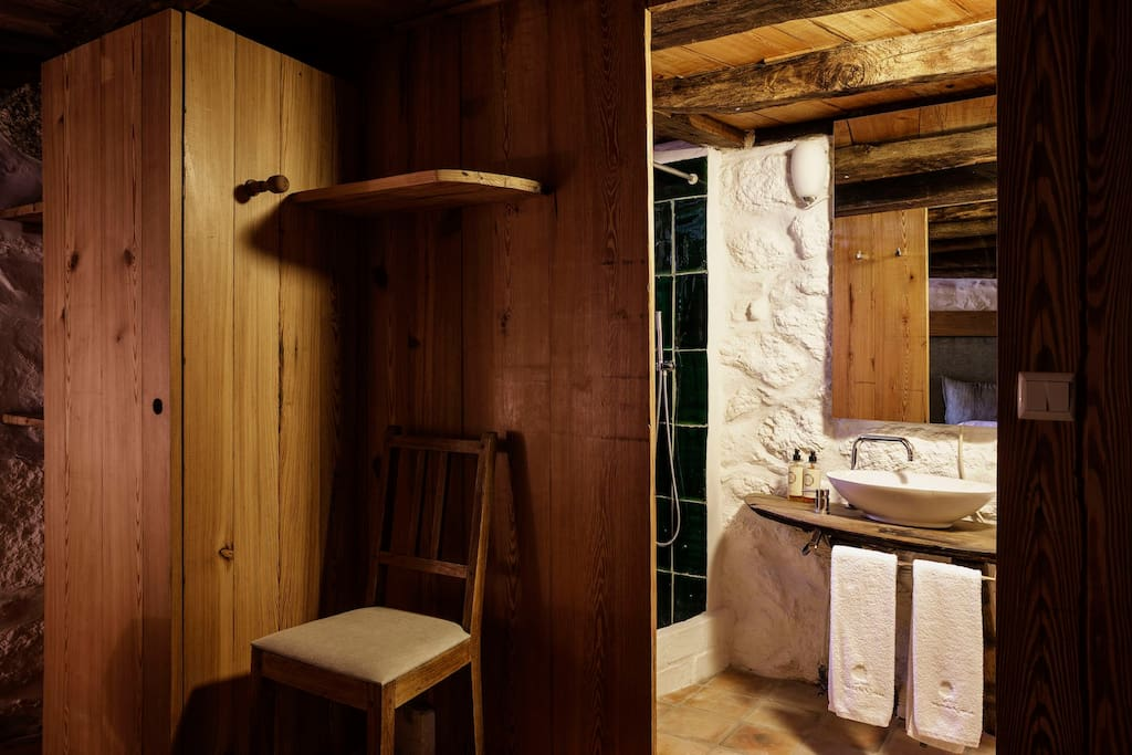 Vista para a casa de banho