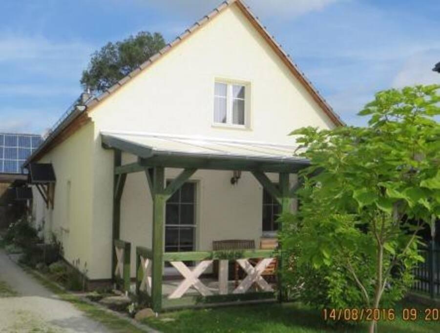 Terrasse seit 2016 mit Überdachung