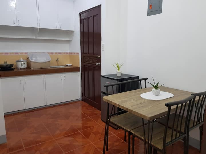 Lucky 2 Apartment w/ 75 Mbps Wifi -15 min walk BGC