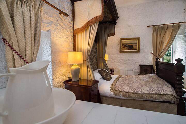 Ross Castle, Upper Tower bedroom