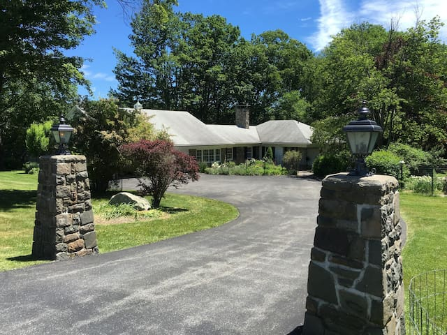 Spacious Poconos Golf/Ski/Vacation Getaway House - Cresco - House