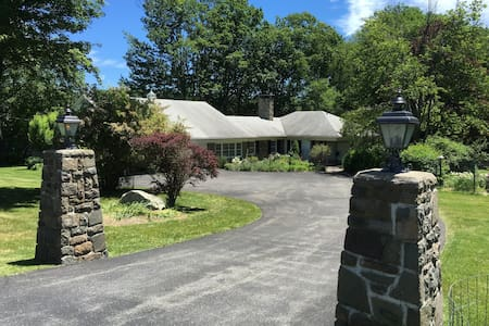 Spacious Poconos Golf/Ski/Vacation Getaway House - Cresco