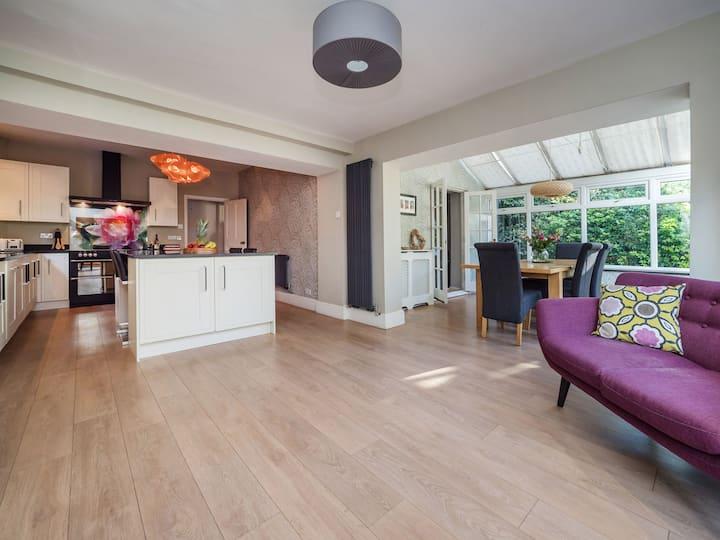 Super stylish Edwardian 5 bed house with parking