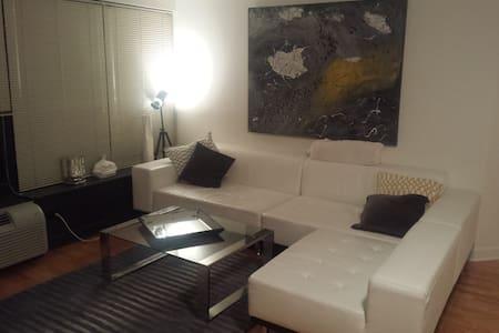 Stylish Gold Coast One Bedroom - Condominium