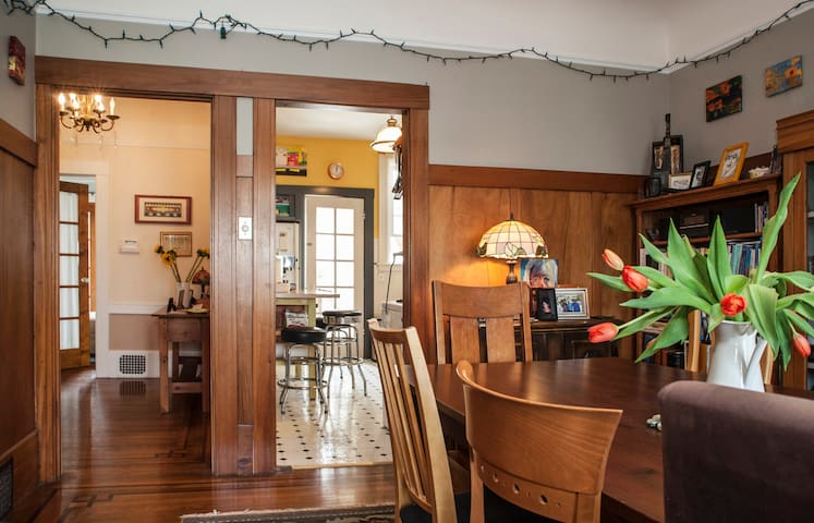 Warm one bedroom in cozy 1916 home, Inner Richmond