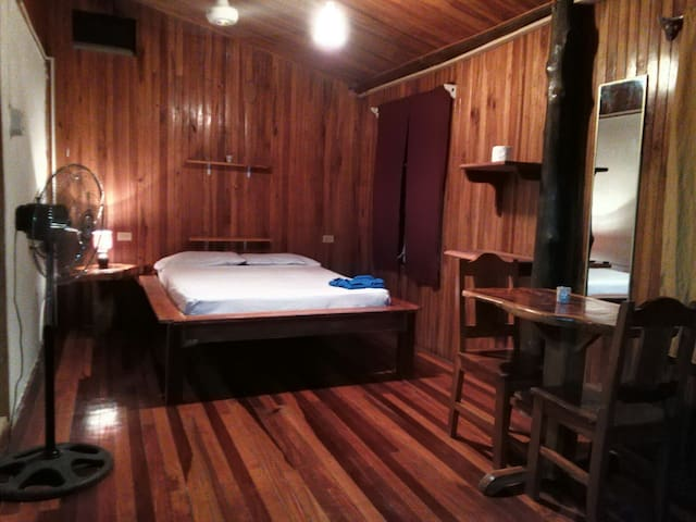 Torito´s Surfers Private Room - Santa Teresa Beach - Rumah