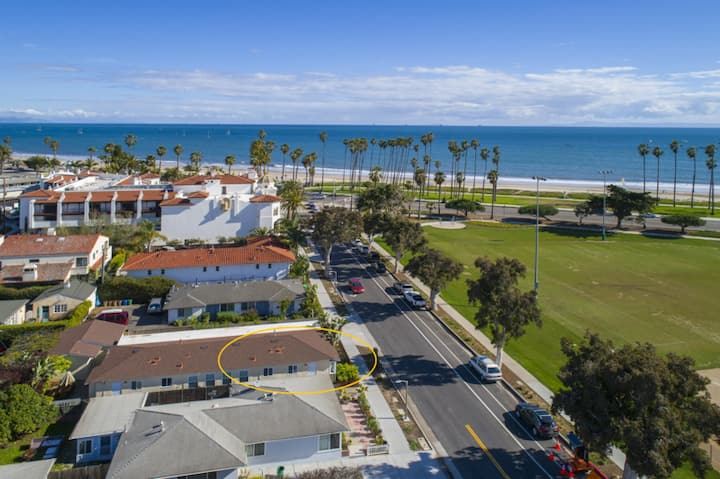 East Beach Vista- Just 1/2 block to East Beach and short walk to Downtown!