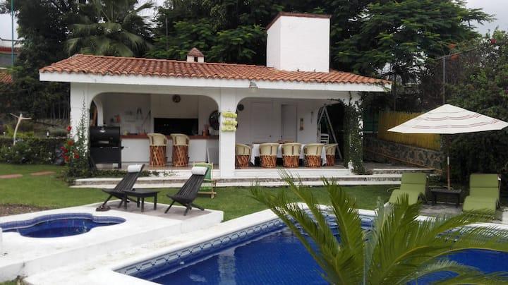Villa Blanca ven al  sol con alberca climatizada