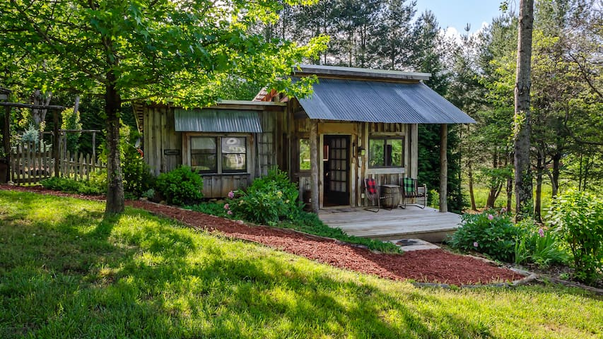 ★The Feathered Nest★Whimsy & Wi-fi, Near AT, Creek