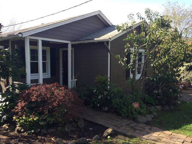 Charming Family-Friendly Home Close to Everything!