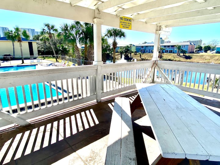 """The Blue Crab"" Destin • Chairs & Towels Lakefront"