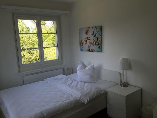 Schönes Zimmer alles inklusive - Niederglatt - Haus