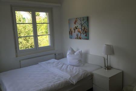 Schönes Zimmer alles inklusive - Niederglatt - Maison