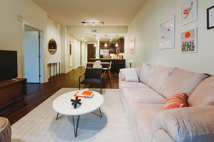 Kasa | Austin | Stylish 1BD/1BA in Historic Downtown