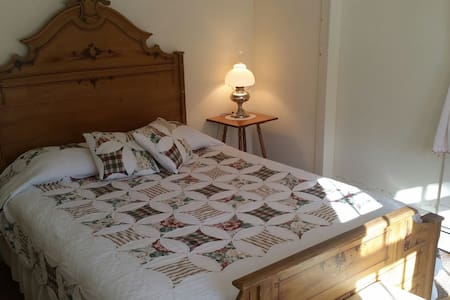 Hawks House Inn Room 5, 1 bed, sleeps 2 - Walpole - Bed & Breakfast