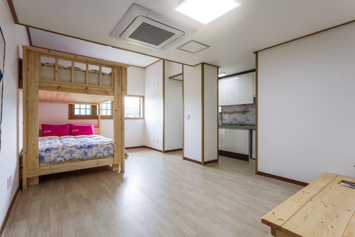 15평 원룸형 커플룸C Jeju Wayo Pension(제주와요펜션)
