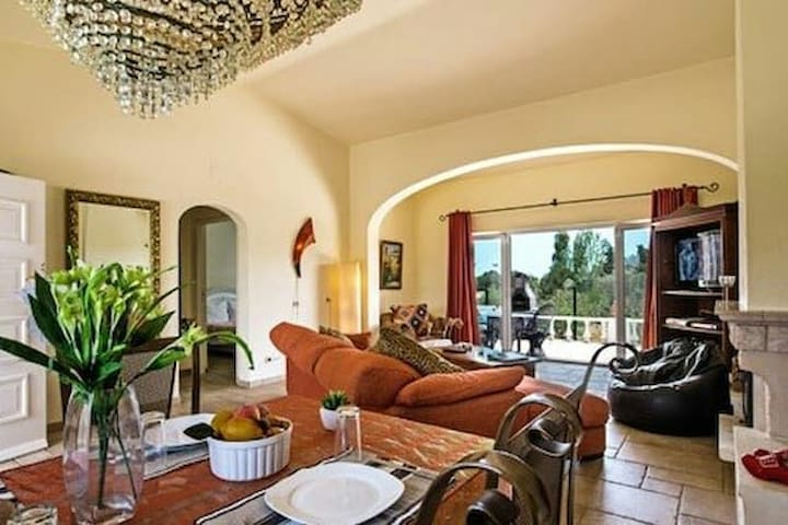 Villa Yvonne - อัลบูเฟรา - บ้าน