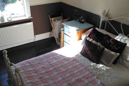 Double Room - close to Newport town centre / M4 - Newport - 独立屋