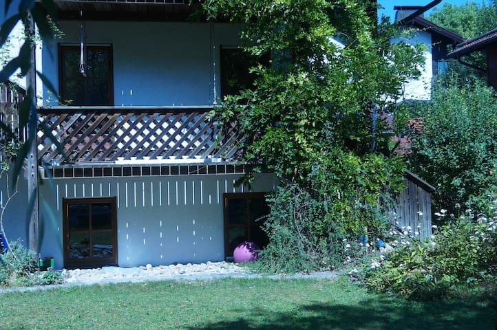 Künstlervilla, ruhige lage - Oberpframmern - Casa