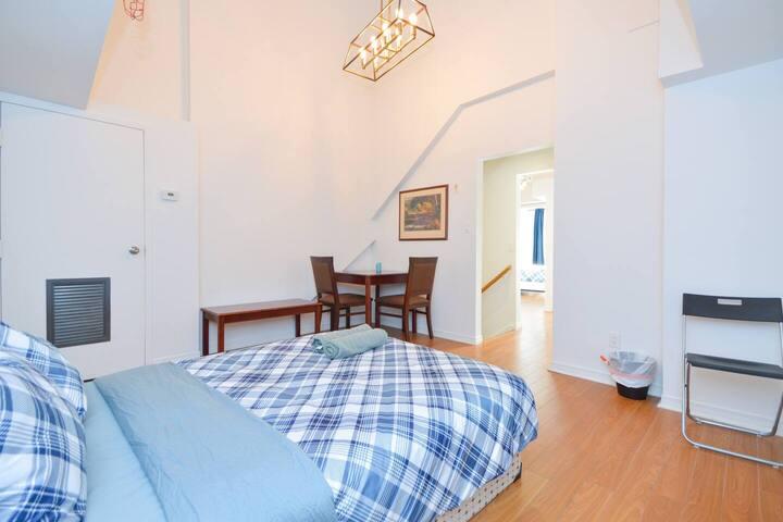 2-2 Storey Kensington Market Suite - 5BDRM + 2BA