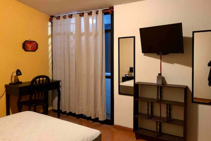 CLEAN PRIVATE COMFY BEDROOM IN BEAUTIFUL SAFE AREA