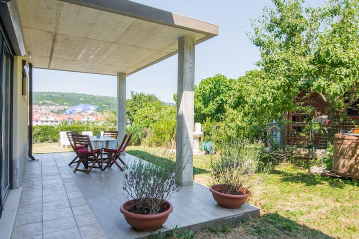 Solmar, apartment with big terrace near nature