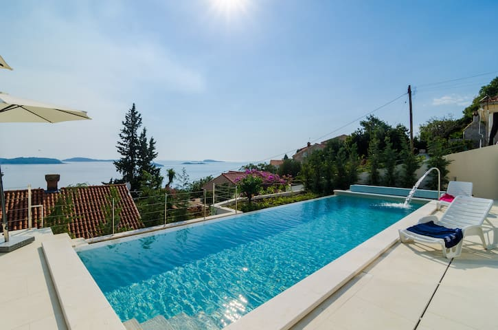 Villa Orlando - 5 Bedroom Villa w/ Pool & Sea View - Plat - Villa