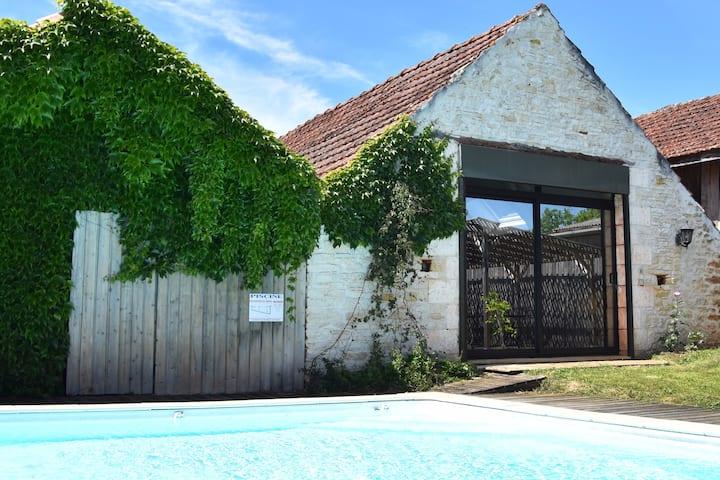 Charmante ancienne grange avec piscine chauffée