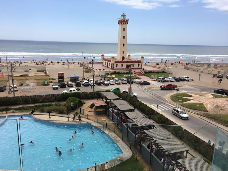 Vista desde la terraza y piscina