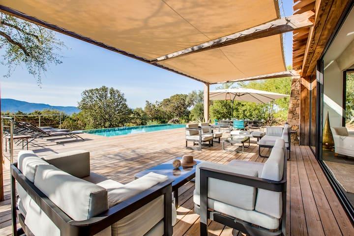 Villa 250 m2 piscine chauffée & plage à 200m