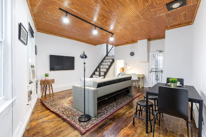 Cozy Georgetown Rowhouse Apt-In the Heart of town.