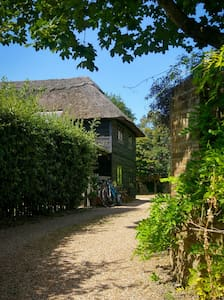Double room in stunning South Downs. Comfy Room.