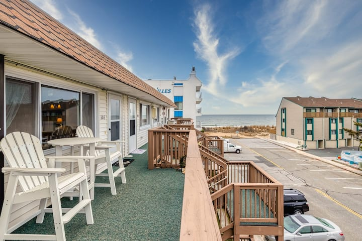 New listing! Ocean view condo w/private balcony and only steps to the beach!