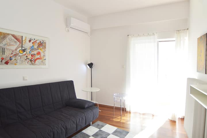 Luxurious,sunny, bright downtown apartment