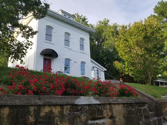 The Riverview Room Civil War era home, by downtown