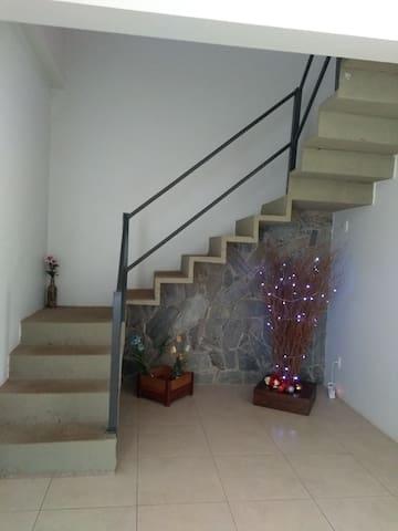 Escada com segurança para o quarto