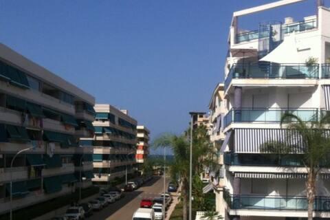 Apartamento playa +piscina + garaje.