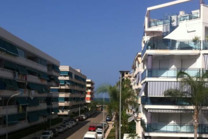 Apartamento playa +piscina + garaje + calefacción.