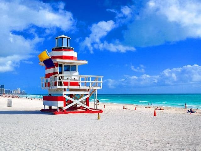 Right On The Beach! Ocean Front Resort 1BR/2BR - Miami Beach - Villa