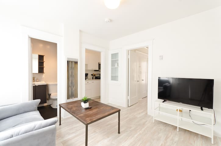 Charming 1 BED in BEST part of Santa Monica!!!